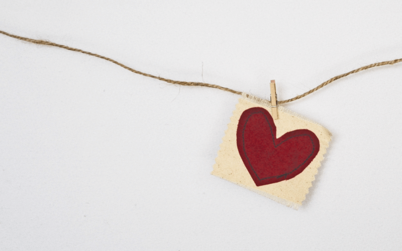 Ett guldhjärta som illustrerar donationer.