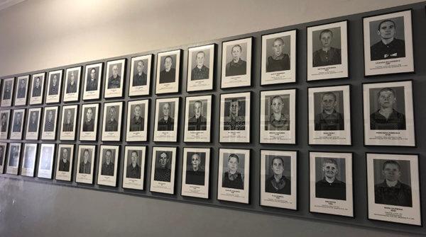 Porträtt på fångar i Auschwitz