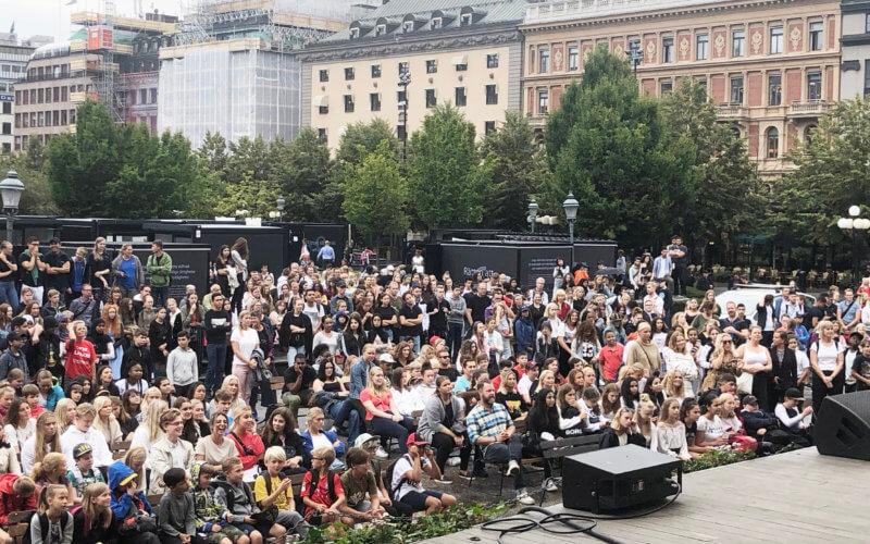 Bild från scen under vårt evenemang ut mot publiken